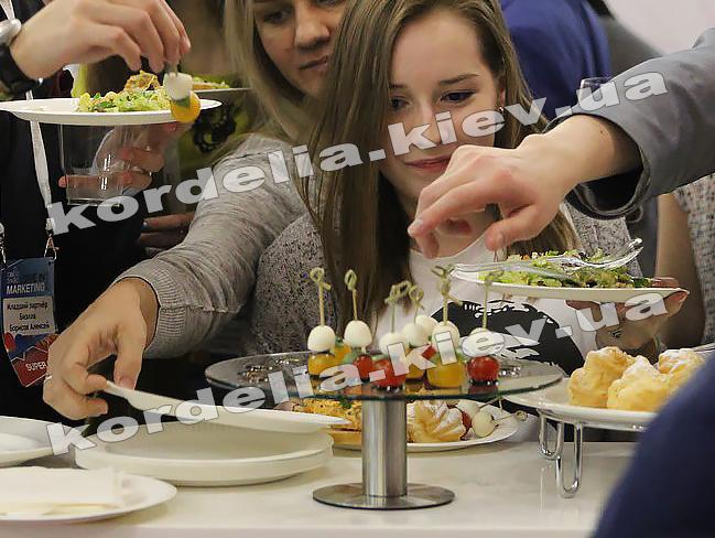 Где в симс 4 на свадьбе взять торт